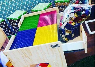 Mesa LEGO com gavetão